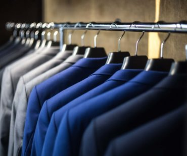 10 smart tips to keep your suit fresh min 370x309