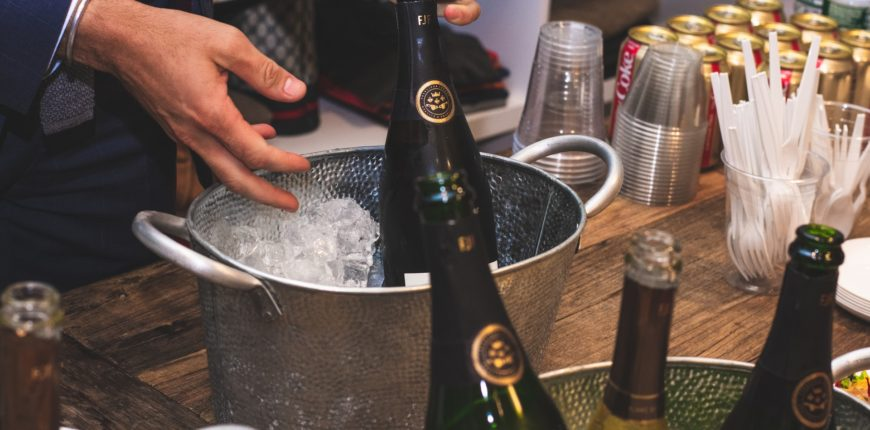 9 etiquette tips for hosting a memorable house party 870x430
