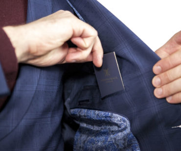how to exchange business cards like a gentleman 370x309