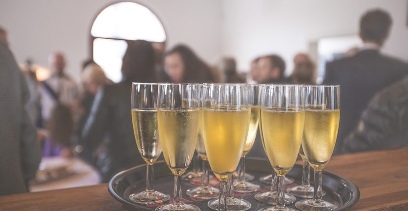 11 party etiquette tips to make you the perfect guest 830x430