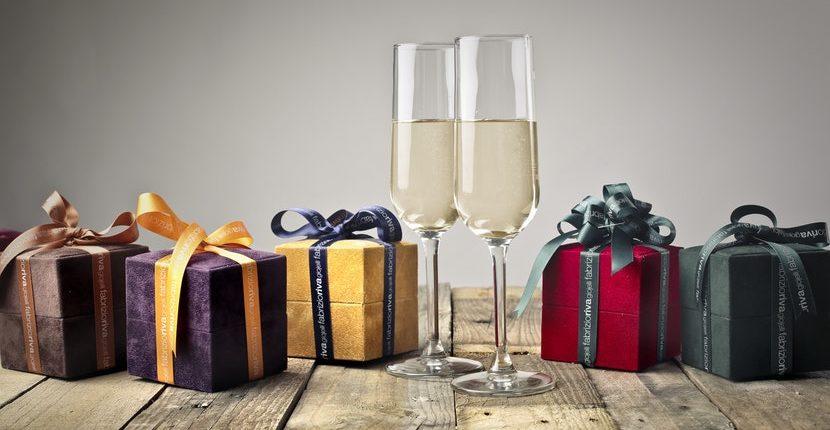 gift receiving etiquette for the modern gentleman 830x430